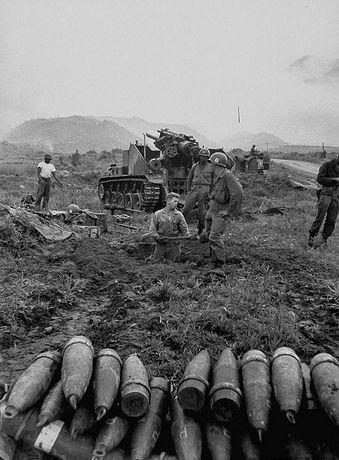 File:M41 155mm self propelled howitzer in Korea.jpg