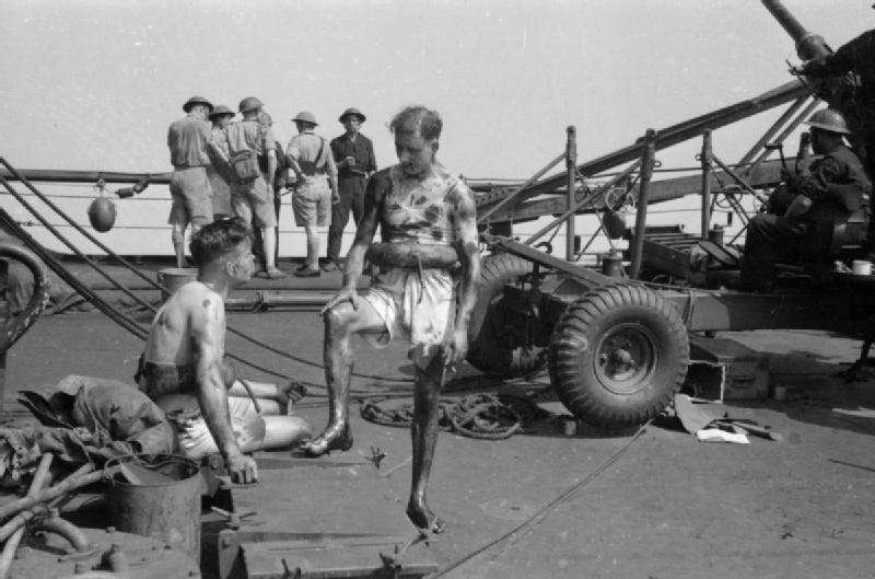 Файл:HMS Manchester damaged.jpg