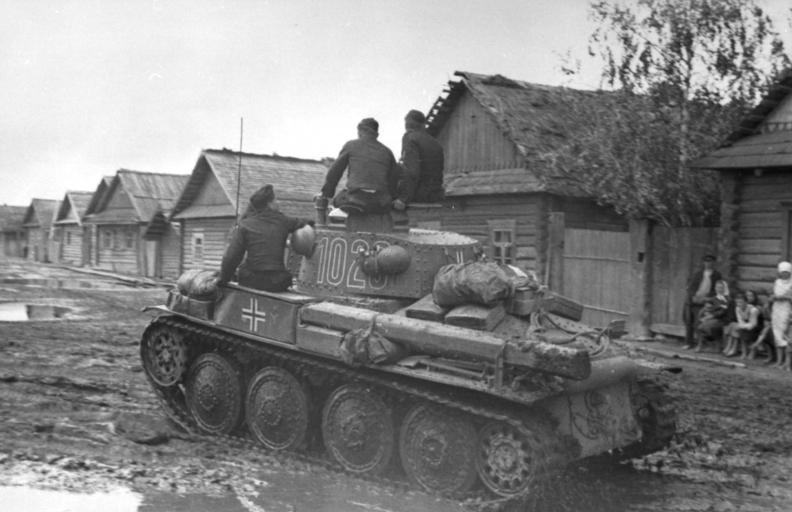 File:Bundesarchiv Bild 101I-265-0037-10, Russland, Panzer 38t.jpg