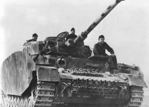File:Panzer IV with additional sideskirt armor.jpg