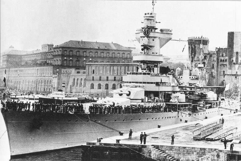 Файл:В Италии, Неаполь май 1935.JPG