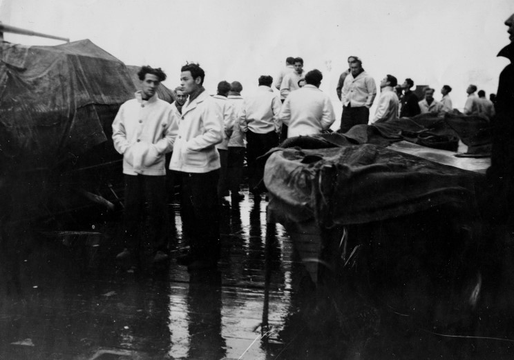 Файл:Scharnhorst выжившие на палубе duke of york,  1943 12 26.jpg