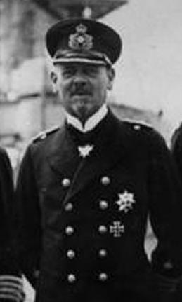 Файл:Bundesarchiv Bild 183-R10687, Vizeadmiral Hipper mit Stab cropped.png