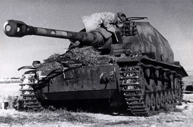 Captured_10.5_cm_K_gp.Sfl._Brummbar_Stalingrad_Front_February_1943.jpg
