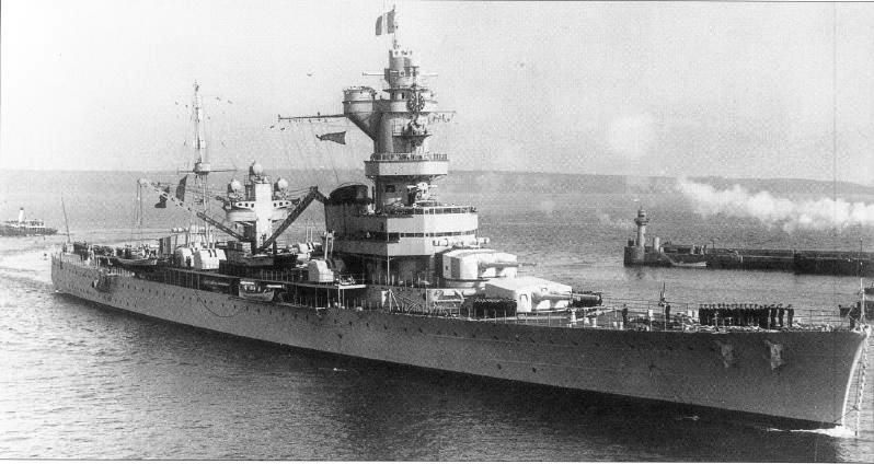 Файл:Входит в защищенную гавань в Бресте вечером 27 мая 1937 года после осмотра военно-морского флота.JPG