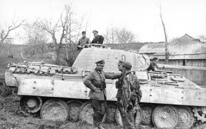 File:Panzerbefehlswagen Panther Ausf. A (Sd.Kfz. 267) of the Panzergrenadier-Division Großdeutschland photographed in southern Ukraine in 1944.jpg