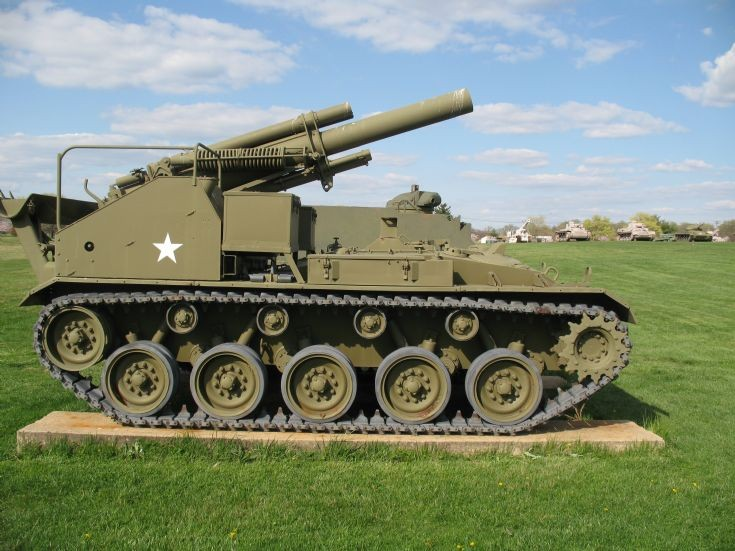 File:M41 Side view of a US M41 155 mm Howitzer Motor Carriage.jpg