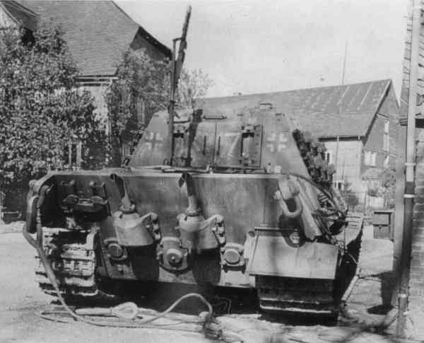 Datei:Jagdtiger, rear view with recognisable King tigar exhaust pipes.jpg