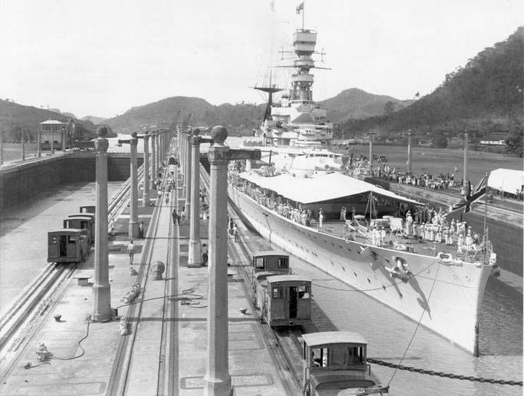 Файл:1927 01 25 hms renown panama canal.jpg