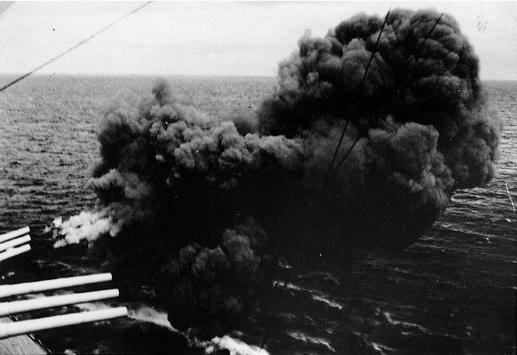 Файл:Firing her forward 283mm guns, during exercises in the winter of 1939-40.jpg