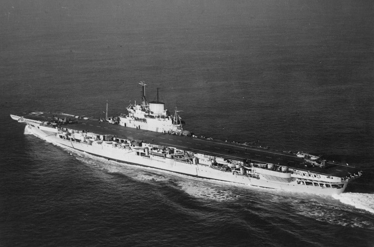 Файл:HMS Illustrious seen in 1946.jpg