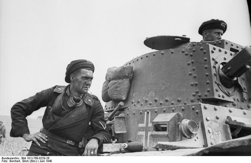 File:Bundesarchiv Bild 101I-769-0229-26, Frankreich, Panzersoldat, Panzer 38(t).jpg