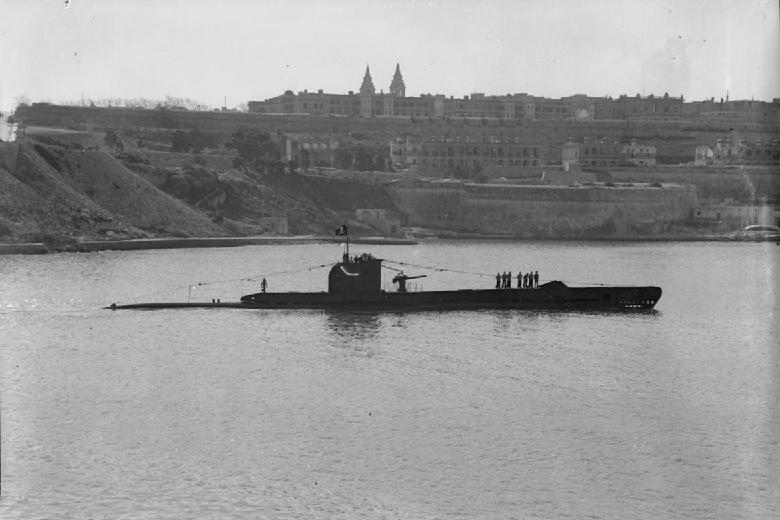 Файл:HMS Unrivalled (P45).jpg