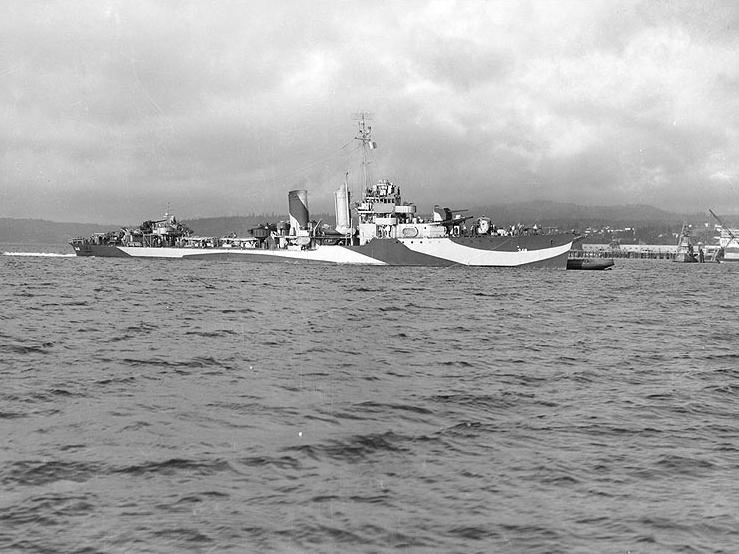 File:USS Farragut (DD-348) off the Puget Sound Navy Yard in September 1944.jpg