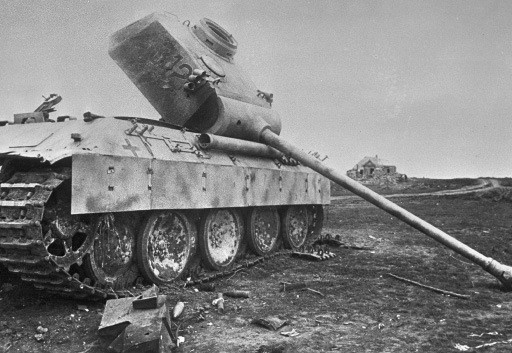 Archivo:Panther tank destroyed near Kursk.jpg