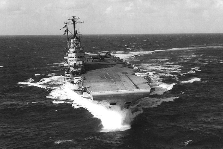 Файл:HMS Illustrious seen in 1952.jpg