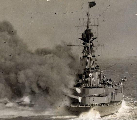 Файл:HMS Hood firing.jpg