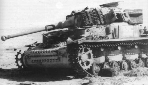 File:Panzer 4, note the spare track parts on the sides of the turret.jpg
