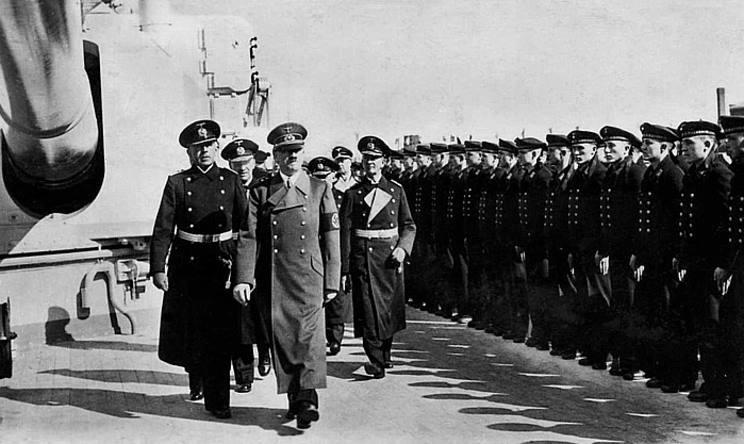 Файл:Hitler onboard Scharnhorst, April 1, 1939 at Wilhelmshaven just before Erich Raeder was promoted to Grossadmiral.jpg
