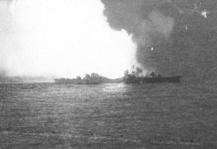 File:Japanese destroyer Akizuki blows up.jpg