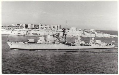 HMS Daring (1949) заходит в гавань Мальты, 1952 год