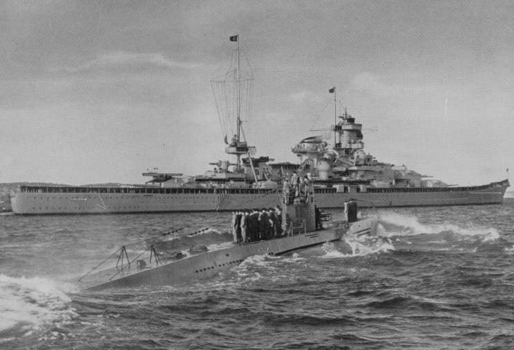 Файл:October 17, 1939 U-47 passing Scharnhorst while returning to Germany following the sinking of HMS Royal Oak.jpg