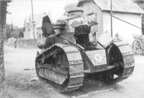 Renault_entering_the_trench_on_trials.jpg