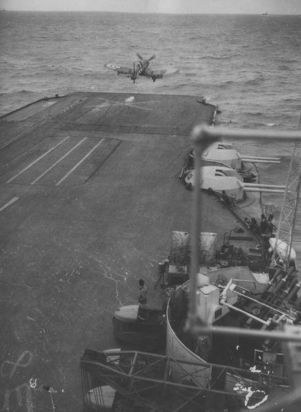Файл:HMS Illustrious-взлет Corsair F4U .jpg