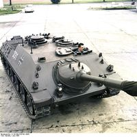 Bundesarchiv_B_145_Bild-F027421-0002,_Kanonenjagdpanzer_(KanJPz)_-_Jagdpanzer_Kanone_90_mm.jpg