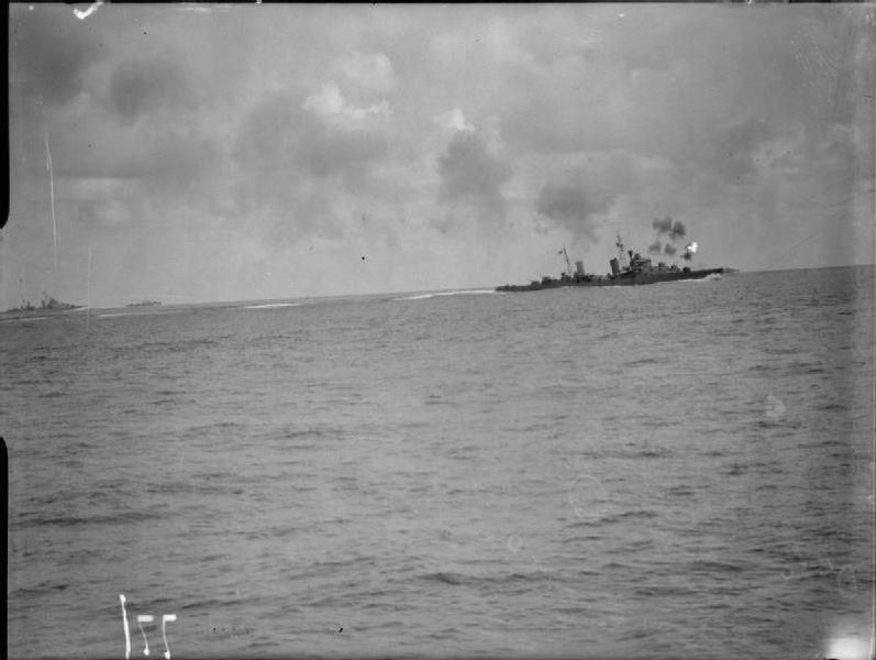 Файл:HMS Naiad firing.jpg