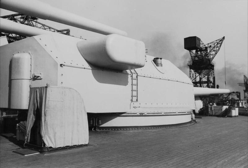 Файл:Bismarck main battery.jpg