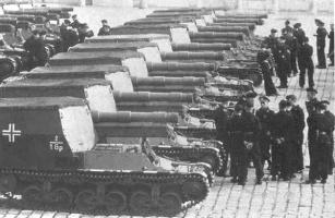 Lorraine_150mm_spg_paris_1942.jpg