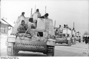 Bundesarchiv_Nashorn_on_the_Russian_front.jpg