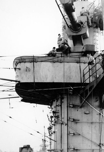 Файл:The ship's forward control tower, with a 10.5-meter rangefinder at its top, seen from abreast the funnel looking forward. Photographed at Kiel or Wilhelmshaven during the winter of 1939-40.jpg