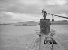 HMS_Trusty_(слева)_и_HMS_Sibyl.jpg