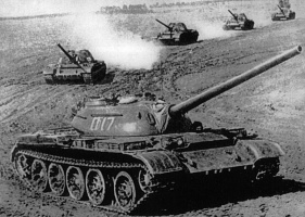 A_column_of_five_T-54-2_tanks.jpg