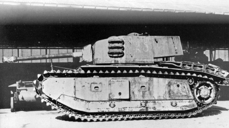 File:ARL 44 with gun turned backwards during travel to reduce length.jpg