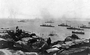 Scharnhorst,_Gneisenau_и_Nürnberg_покидают_рейд_Вальпараисо.jpg