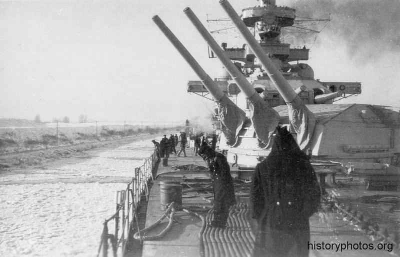 Файл:Scharnhorst 1940 зимняя одежда.png