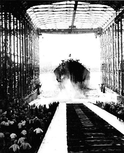Файл:USS Alaska launching 15 aug 1943.jpg