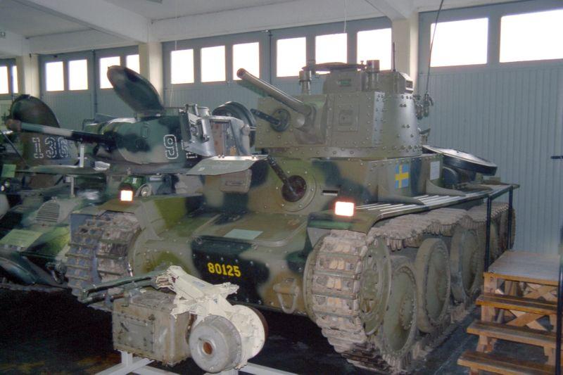 File:Stridsvagn m41 S I Axvall 31.05.00 (1).jpg