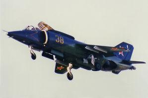 Plane_Yak-38M_at_1992_Farnborough.jpg