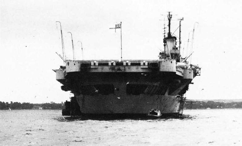 Файл:HMS Illustrious stern view 1940.jpg