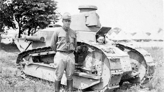 Leiutenant_Colonel_Dwight_D._Eisenhower,_inm_front_of_FT17_tank,_1919..jpg