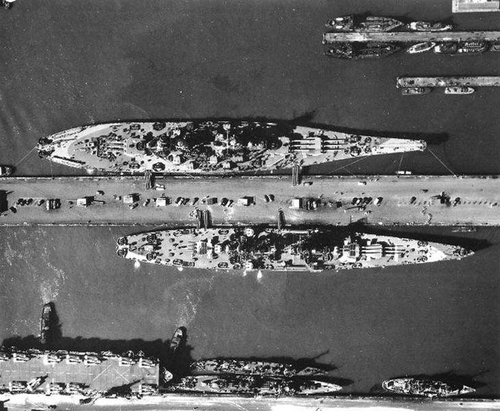 Файл:USS Alaska USS Missouri Norfolk Naval Base 1944.jpg