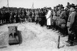 Maus Demonstration model for remote control and a wooden model probably 1 1 M Adolf Hitler and his suite of 05 14 1943.jpg
