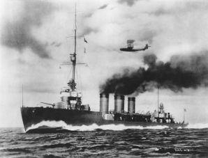 Tenryu_underway,_circa_late_1919.jpg