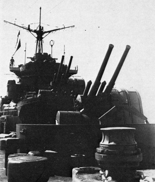 Файл:127mmAA on IJN Chitose in 1938.jpg