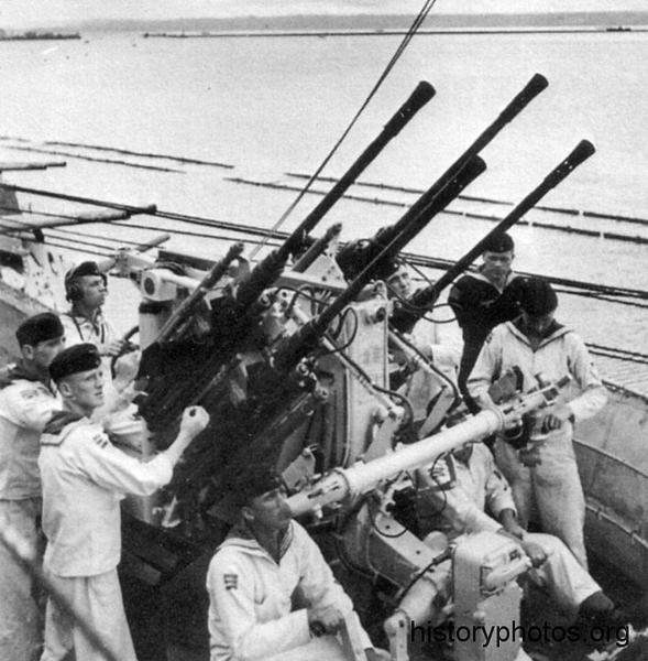 Файл:Scharnhorst 1942 Vierlinslafette  С38.png