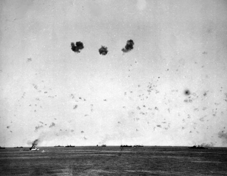 Файл:The malta convoy under air attack.jpg